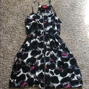 Sleeveless front zipper dress with pockets!